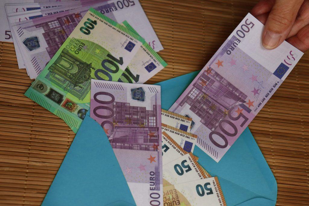 Money Euro Currency Envelope Gift - geralt / Pixabay